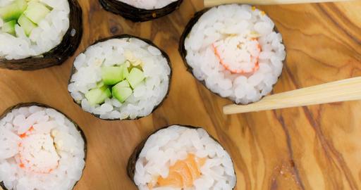 Picking Japanese maki sushi ビデオ