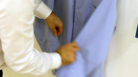 Man Buttons Shirt ビデオ