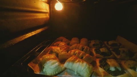 Hot Pastry Inside The Oven ビデオ