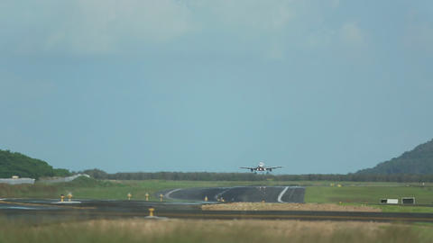 Airbus 320 approaching and landing Live Action
