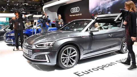 Audi S5 cabriolet convertible luxury car Live Action