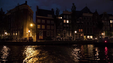 Timelapse view of cityscape during river cruise at night, Amsterdam, Netherlands 영상물