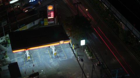 Timelapse of petrol station at night Live Action