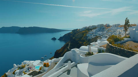 Tilting Panoramic Shot Santorini Cliff and Aegean Sea in the Afternoon 画像