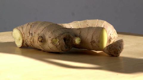 Close up of ginger root rotating slowly ビデオ