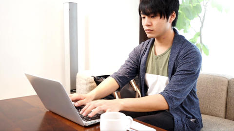 Man working at a cafe ライブ動画