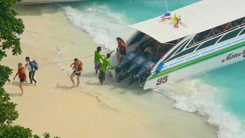 Tourists leave speedboat Footage
