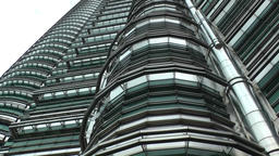 Malaysia Kuala Lumpur 042 slow vertical pan along facade of petronas towers ภาพไม่มีลิขสิทธิ์