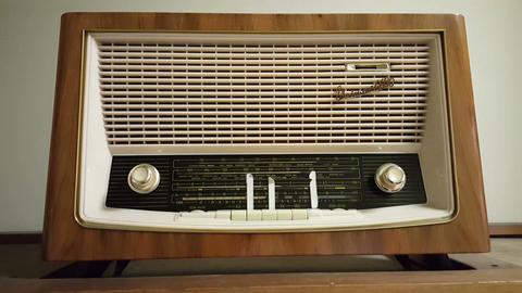 Stasi Museum interieur, vintage radio Live Action