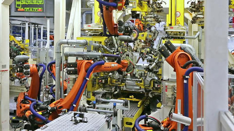robots in a car factory Filmmaterial
