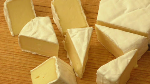 Fresh brie cheese with white mold ライブ動画