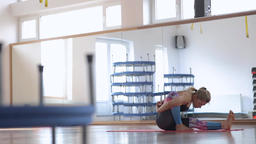 Woman doing Yoga sequence Filmmaterial