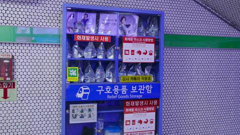 Gas Masks Against Terrorist Attacks In Seoul Subway Station Archivo