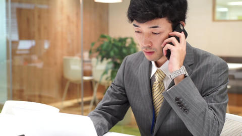 Business image (men · office · telephone) zoom out ライブ動画