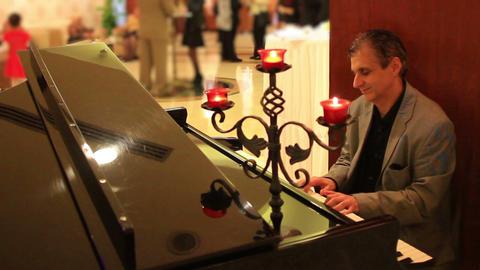Pianist, songwriter Mr. Naci Tanriyar performs live GIF 動畫