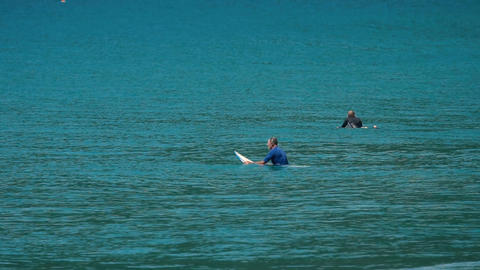 Surfers floating on ocean waves Filmmaterial