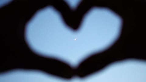 Romantic Fingers Heart And The Moon Bild