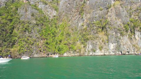 Floating on boat in bay of Phi Phi Leh island Acción en vivo