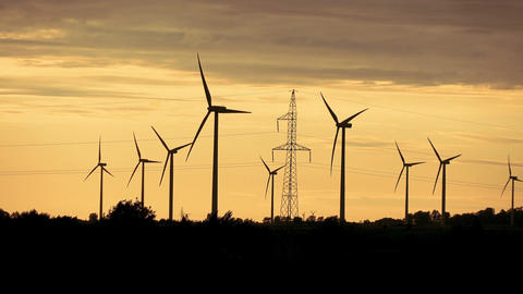 Video of windmills at the sunset in 4K Filmmaterial