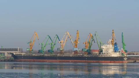 port works - few cranes work in Klaipeda port Filmmaterial