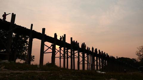 U Bein bridge in Myanmar people silhouettes hyperlapse motion Filmmaterial