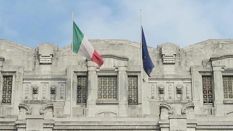 Italian flag and European Union flag waving Filmmaterial