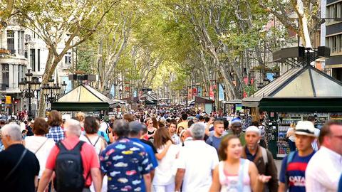 Crowd Of People Walking On La Rambla Central Street In Barcelona Footage