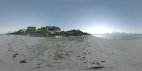 360 VR Sandy beach, blue ocean and houses along the coast in Mauritius ビデオ