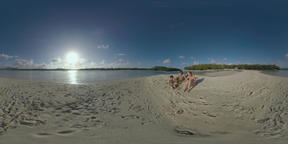 360 VR Parents and child relaxing on the beach of Mauritius ビデオ