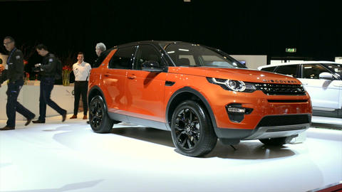 Land Rover Discovery Sport Live Action