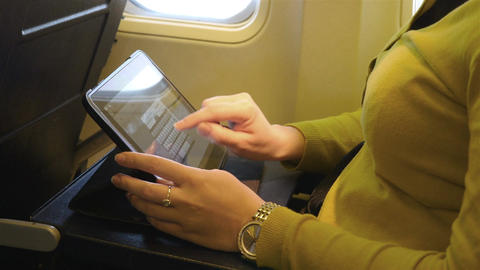 Video of woman using tablet in 4K ビデオ