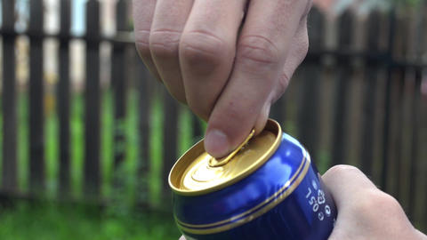 He pry the lid of a beer cans 1 Footage