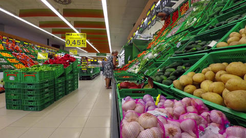 Fruits And Veggies At The Supermarket Filmmaterial