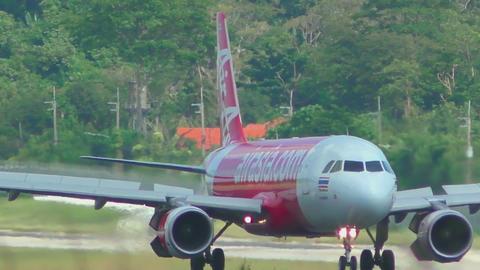 Airbus 320 braking after landing Live Action