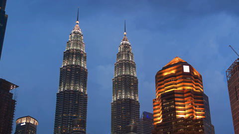 Petronas Towers Kuala Lumpur Malaysia Evening Time Lapse Zoom Out 4k Animation