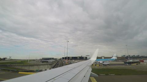 Amsterdam, Netherlands Schiphol airport terminal and runway view ビデオ