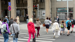 pedestrians waiting at traffic lights - busy urban street with cars in the city: Footage