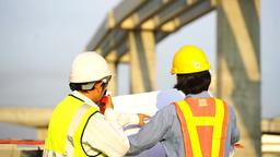 วิศวกรกำลังก่อสร้างถนน GIF