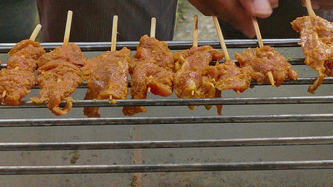 4K footage Street food, Pork or Chicken Satay or Sate grilling on the satay char ビデオ