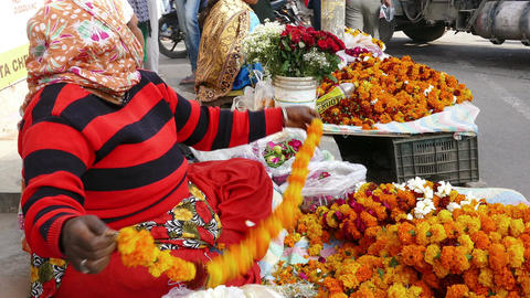 Hinduism Sacred Flowers Woman India 4k Filmmaterial