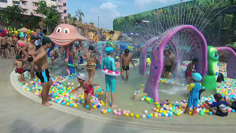 Bangkok, Thailand - April 2017: Happy time in the water park ビデオ