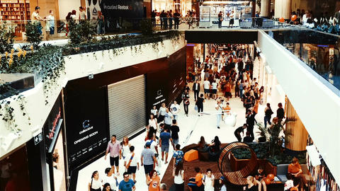 Timelapse Of People Crowd Rush For Shopping In Luxury Mall ビデオ