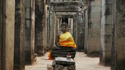 Buddha Statue Angkor Wat Tilt Up 4k Footage