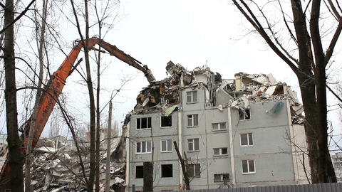 Demolition of building in urban environments with heavy machinery 画像