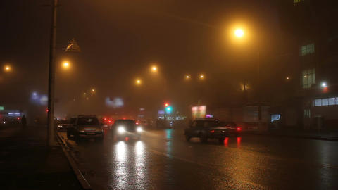 Fog in street of night city and cars on the road ビデオ