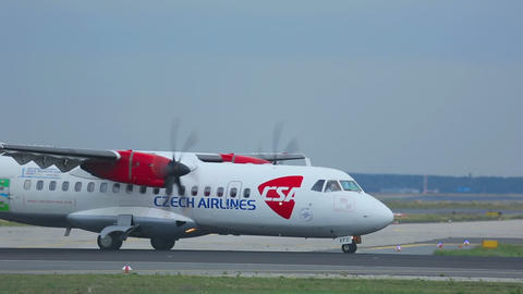 Turboprop ATR-42 accelerating Live Action