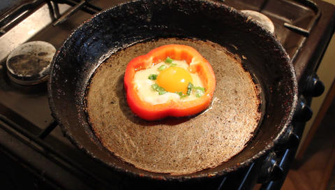 Fried egg in pepper ビデオ