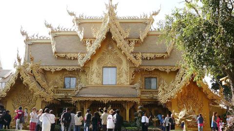 Golden Toilet White Temple Chiang Rai Time Lapse 4k ビデオ