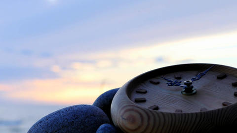 Clock left on stony beach time lapse with zoom motion Filmmaterial