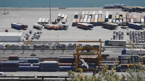 Seagull Near Industrial Port ビデオ